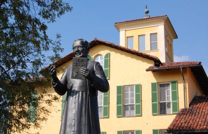 casa natale del beato giacomo alberione e statua in bronzo del beato