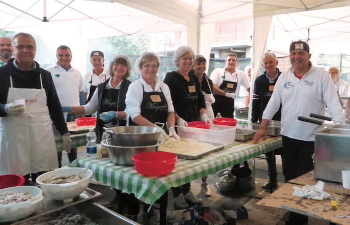 Un momento della festa in borgo Sant'Antonio a Fossano, durante una precedente edizione