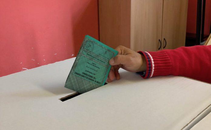 scheda elettorale nell'urna