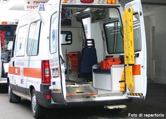 foto d'archivio: un'ambulanza del 118