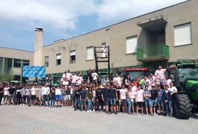 La sfilata con i trattori degli studenti dell'«Agraria» di Fossano