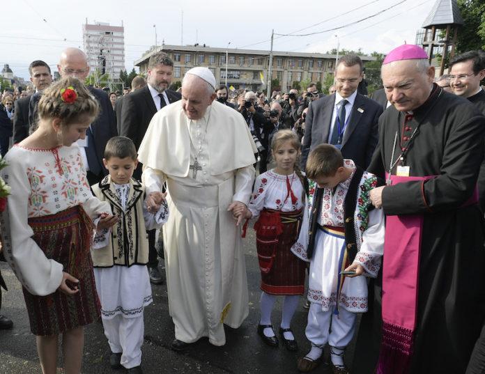 Il Papa incontra giovani e famiglie a Iasi (Romania)