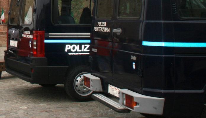 Veicoli della Polizia penitenziaria a Fossano