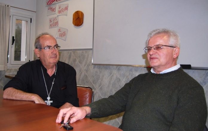 Don Elio Ricca e il vescovo Joaquín Gimeno Lahoz