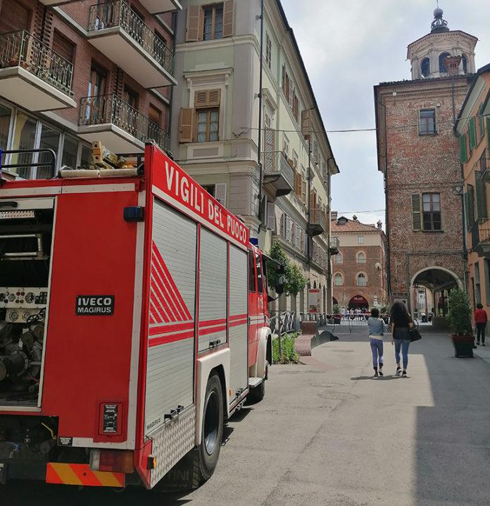 I Vigili del fuoco in via Cavour
