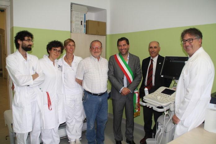 Ss. Trinità: foto di gruppo con il nuovo ecografo