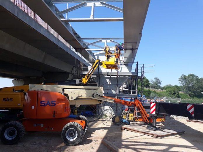 il nuovo ponte in acciaio della tangenziale, lavori in corso