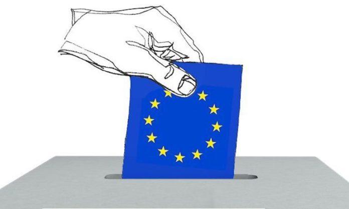 Disegno di una mano che inserisce bandiera dell'Europa nell'urna