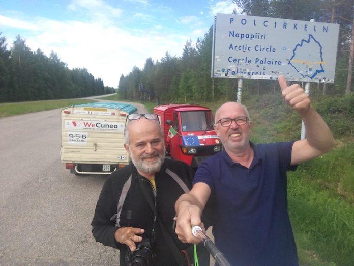Davide Rabbia e Angiolo Gragnalniello durante il loro viaggio in Ape a Capo Nord
