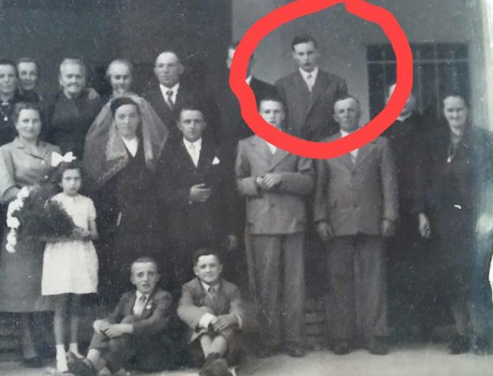Foto storica di famiglia in cui appare Roberto Giuliano, originario di Boves, in età giovanile