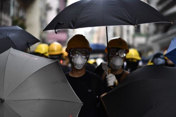 Proteste in piazza ad Hong Kong