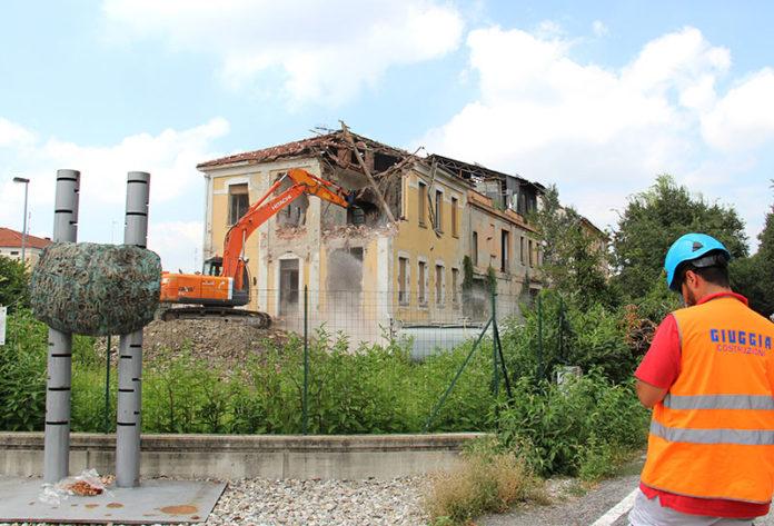 Molino Cordero inizia la demolizione