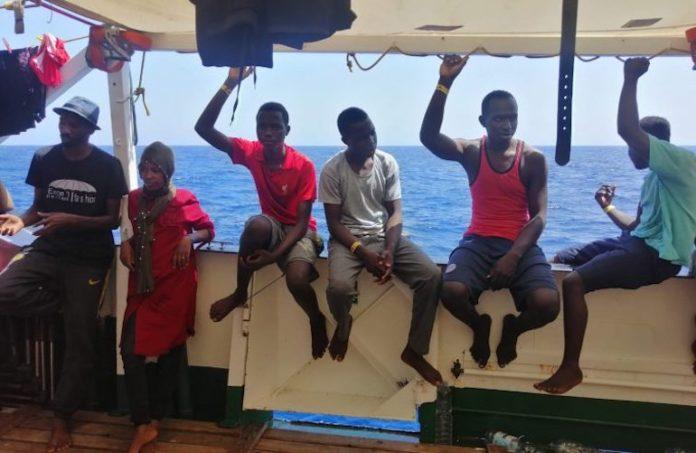 migranti a bordo della nave Open Arms