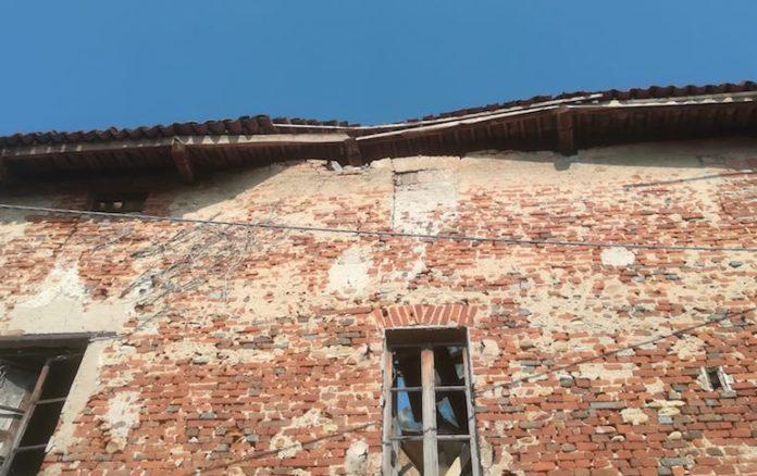 tetto crollato del palazzo in via Vittorio