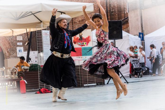 a Fossano esibizioni e folklore con il tango