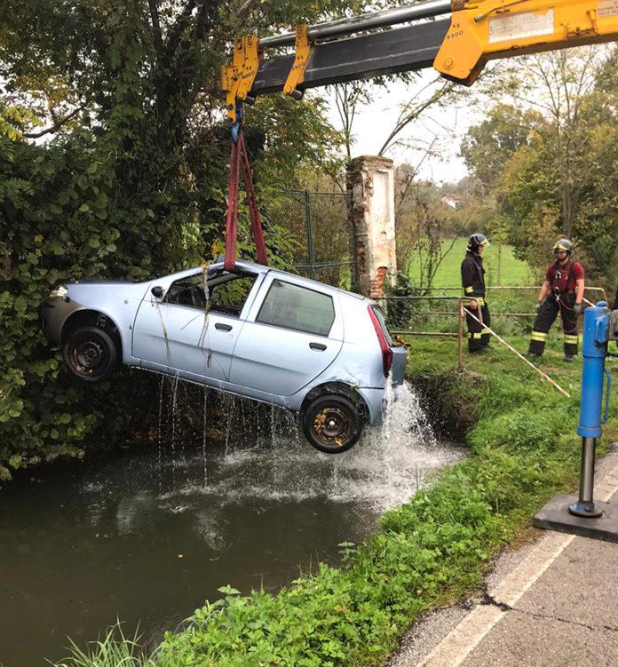 Bene auto finisce nel canale - La Fedeltà