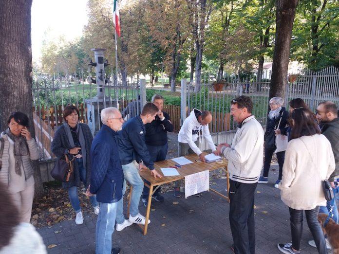 La raccolta firme contro il trasloco della biblioteca