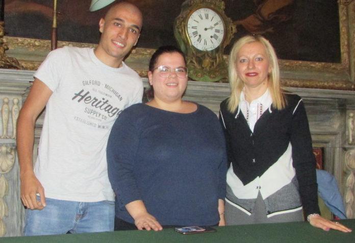 Matteo e Lucia, operatori del servizio civile, con l'assessore Ivana Tolardo