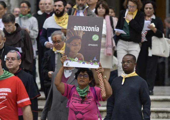 Vaticano, 7 ottobre 2019. Papa Francesco guida la processione, la preghiera e l'inizio dei lavori del Sinodo sulla Amazzonia