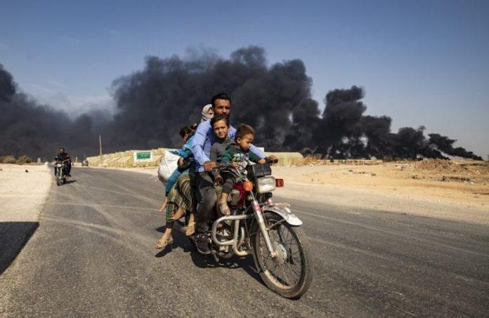 Abitanti in fuga nel nord est della Siria