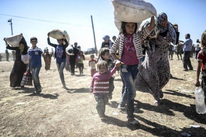 Profughi in fugga dai villaggi di confine tra Siria e Turchia, nel Kurdistan