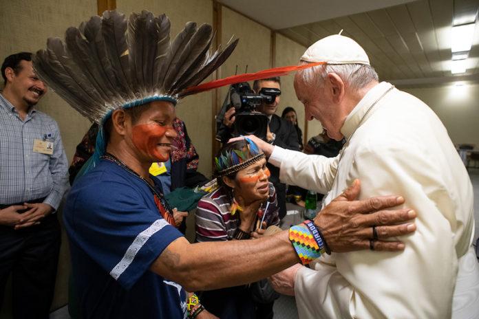 Il Papa incontra una comunità indigena amazzonia