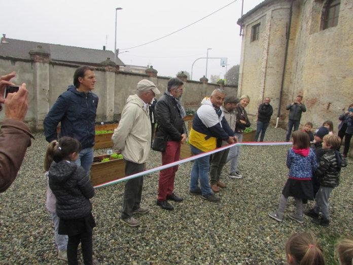 Centallo, il taglio del nastro del cortile rinnovato della scuola elementare