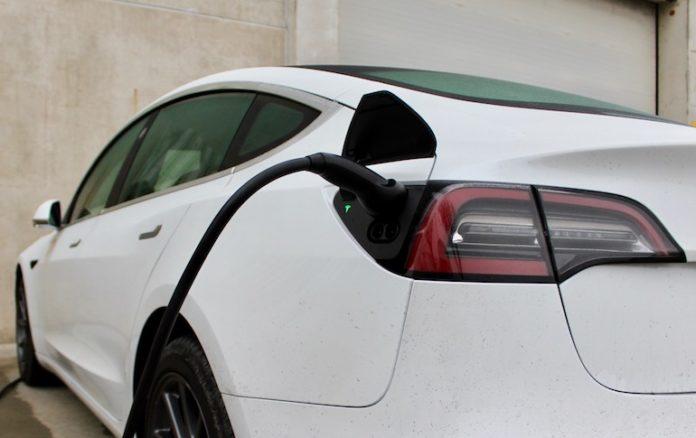 Una Tesla in carica
