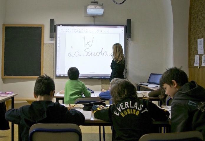Roma 23 Febbraio 2013 Lezioni alla scuola polacca di Roma con il computer e la lavagna multimediale
