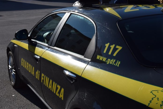 Un'auto delle Fiamme gialle