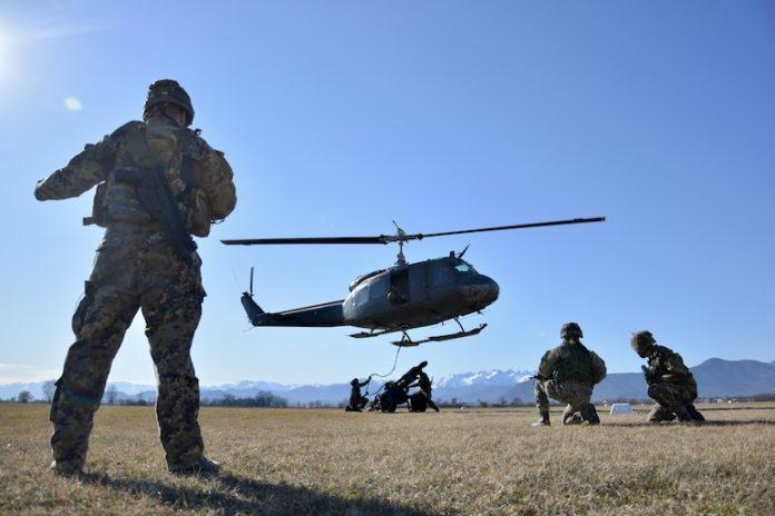 L'esercitazione del 1° reggimento Artiglieria da montagna con l'Aviazione