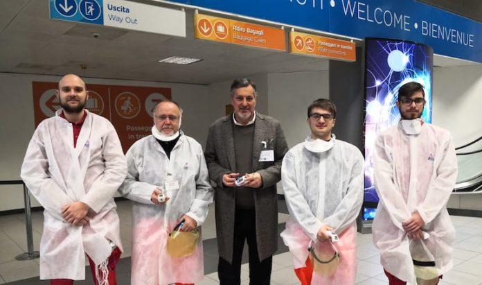 Il ministro della Sanità regionale, Icardi, all'aeroporto di Caselle