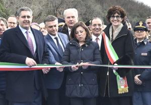 """L'inaugurazione del nuovo viadotto """"Madonna del monte"""" lungo la A6"""