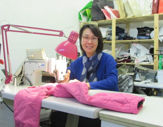 Zhanping Wang, titolare della sartoria Ping a Fossano