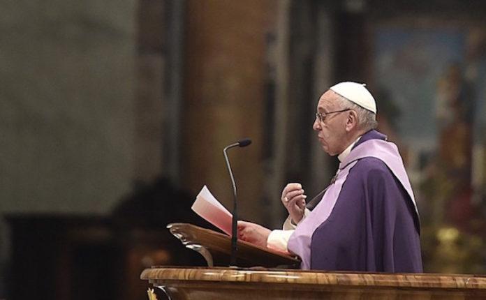 Papa Francesca durante la Quaresima 2016