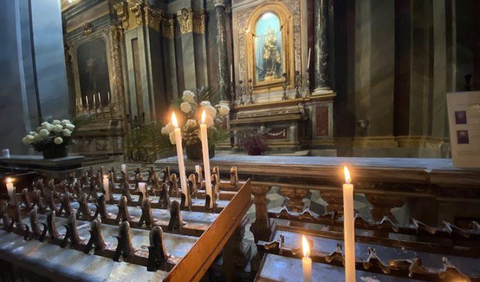 Candele Accese Alla Madonna