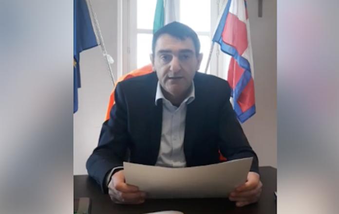Il sindaco Dario Tallone in diretta via Facebook