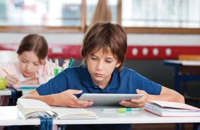Scuola tablet libro digitale
