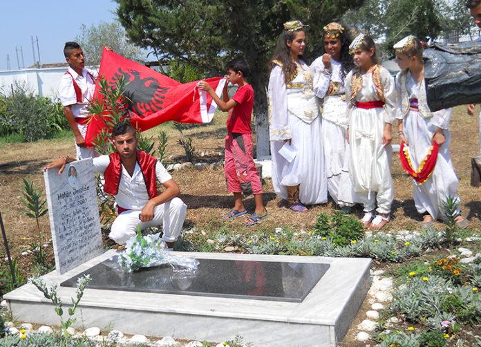 La tomba di Suor Imelda nel cortile della Missione di Gostime (Albania)