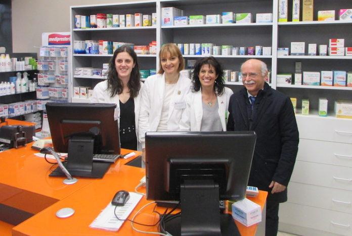 Fossano, lo staff della Farmacia Municipale n. 2 con il presidente dell'Azienda speciale Luigi Campanella