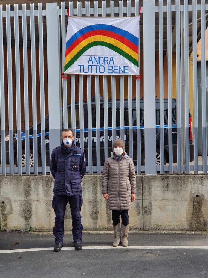 striscione davanti al carcere di Fossano