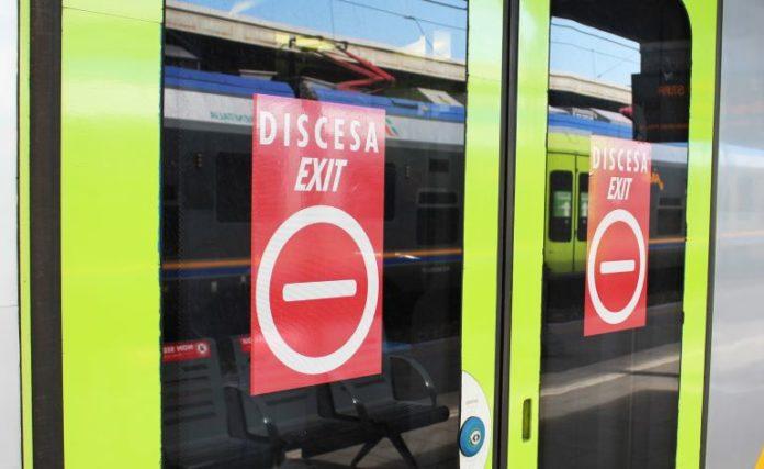 Le porte dei treni si possono utilizzare solo in un senso
