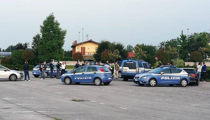 La polizia sul luogo a Cuneo dov'è stata uccisa la cameriera 43enne