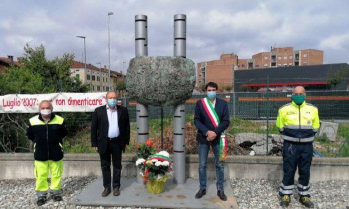 Il sindaco e il vicesindaco di Fossano depongono fiori al Molino Cordero