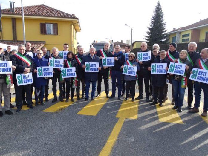 Asti-Cuneo, la protesta dei sindaci