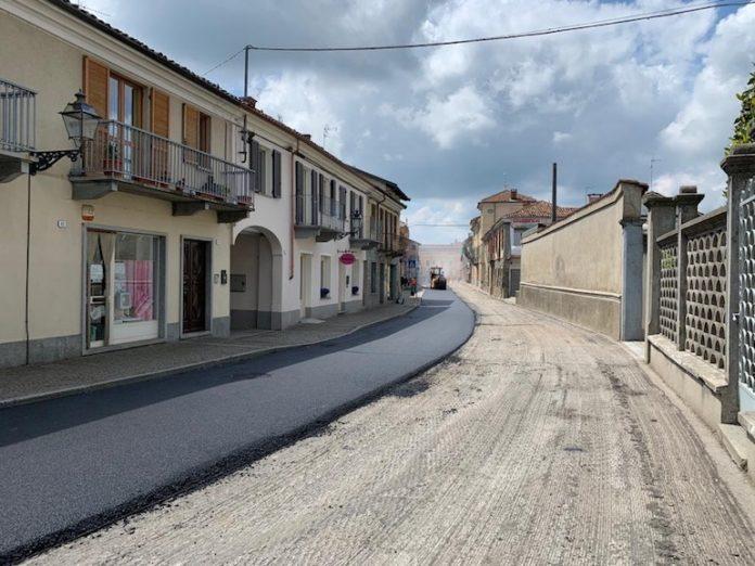 La strada provinciale che attraversa Genola