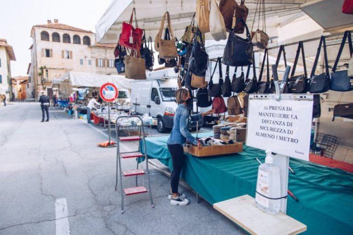 Centallo mercato in piazza Vittorio Amedeo