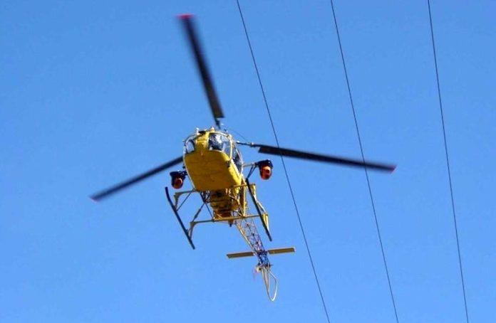 E-Distribuzione verifica in elicottero lo stato di salute della rete elettrica