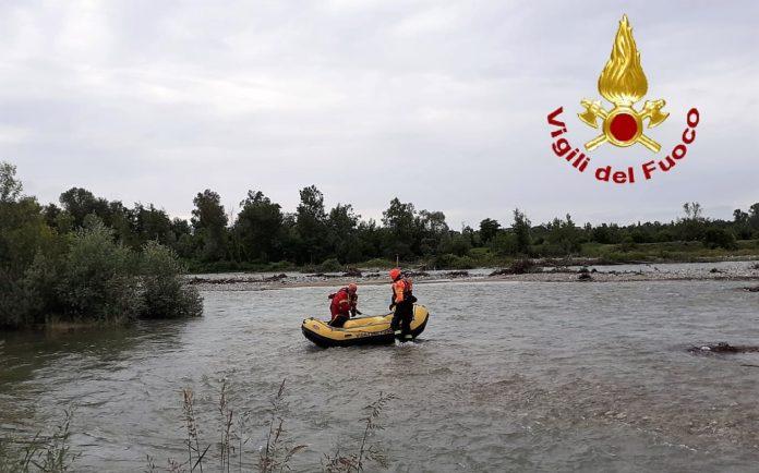 Vigili del fuoco soccorrono pescatore lungo il fiume Stura