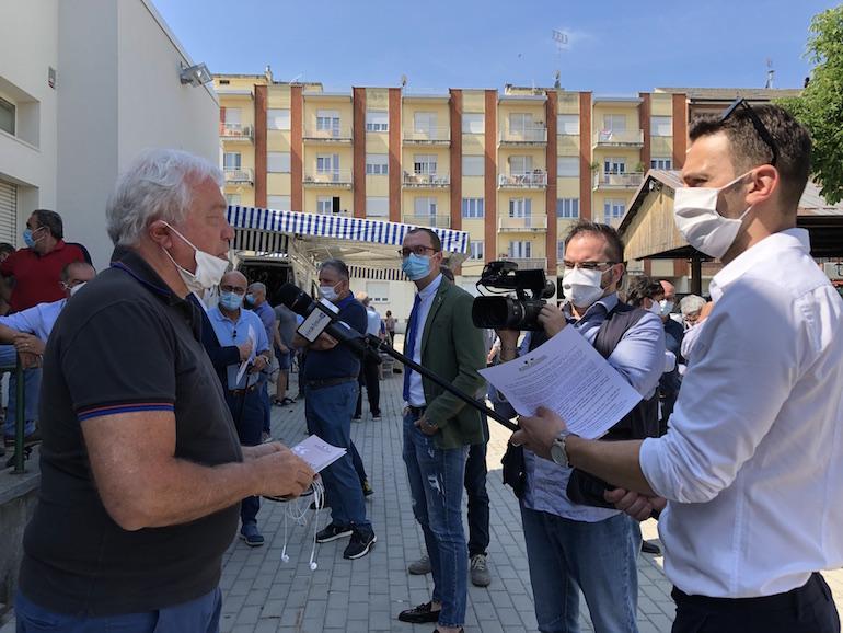 il presidente Assosuini alla protesta degli allevatori di Fossano